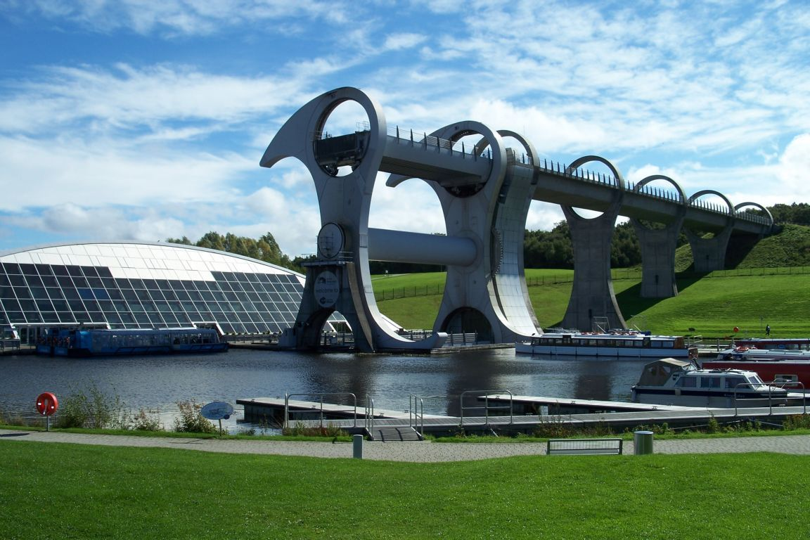 falkirk-wheel-an-engineering-marvel-falkirk-united-kingdom+1152_12934775111-tpfil02aw-10879