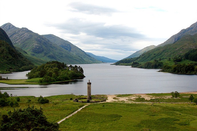 Tour Scotland by Car Glenfinnan Loch Shiel and Bonnie Prince Charlie_690x459