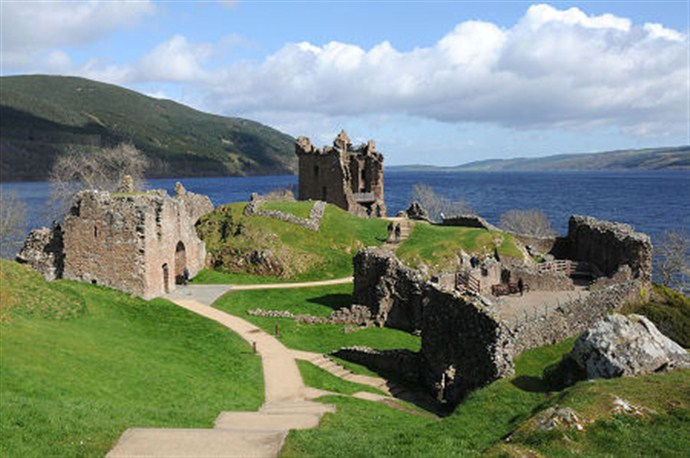Tour Scotland by Car Great Glen and Loch Ness_690x458