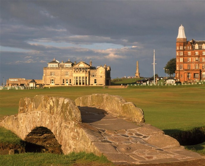 Tour Scotland by Car St Andrews_690x557